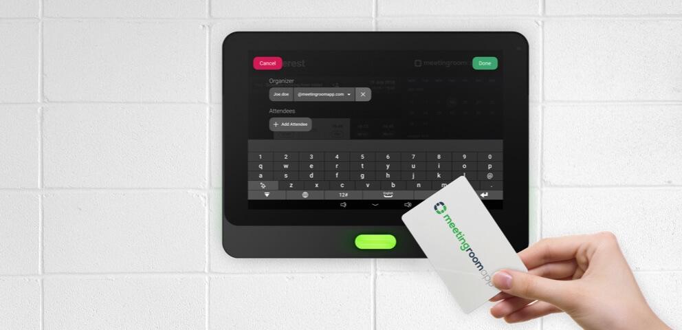 Comment puisse la carte à puce faciliter la réservation de la salle de réunion?